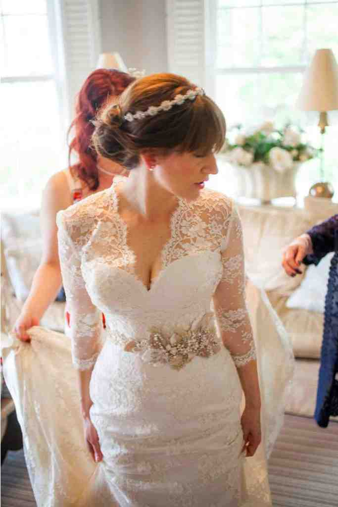 accessorise-a-wedding-dress-with-sash