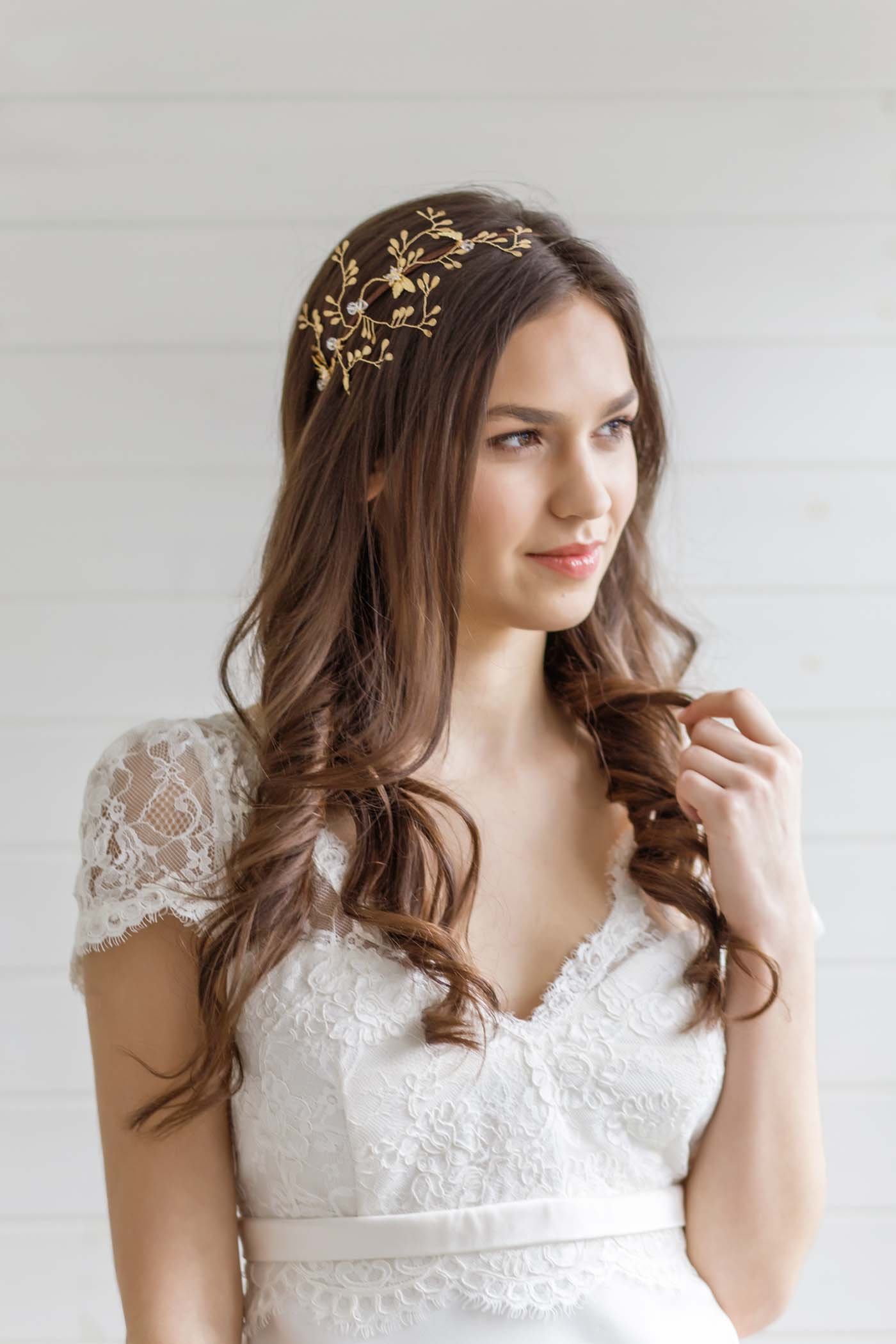 images 5 BEAUTIFUL BRIDAL HAIR ACCESSORIES