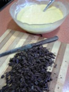 Bizcocho de coco y chocolate, una merienda casera y sana.