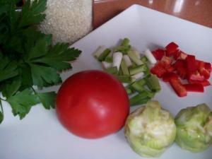 Paella de verduras. Y solo con verduras y se puede disfrutar de una excelente comida para celebrar un buen día con toda la familia. ¡Pruébala!