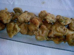 Alcachofas rebozadas es una forma delicada y original de disfrutar de las alcachofas, una verdura que debe ser imprescindible en tu cocina en otoño.