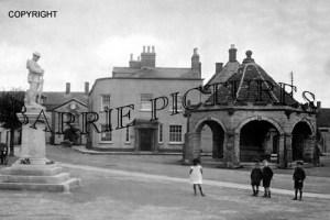 Somerton, Memorial and Market Square c1920