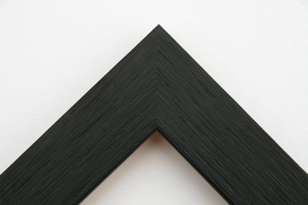 Black. Moulding Width: 35 mm