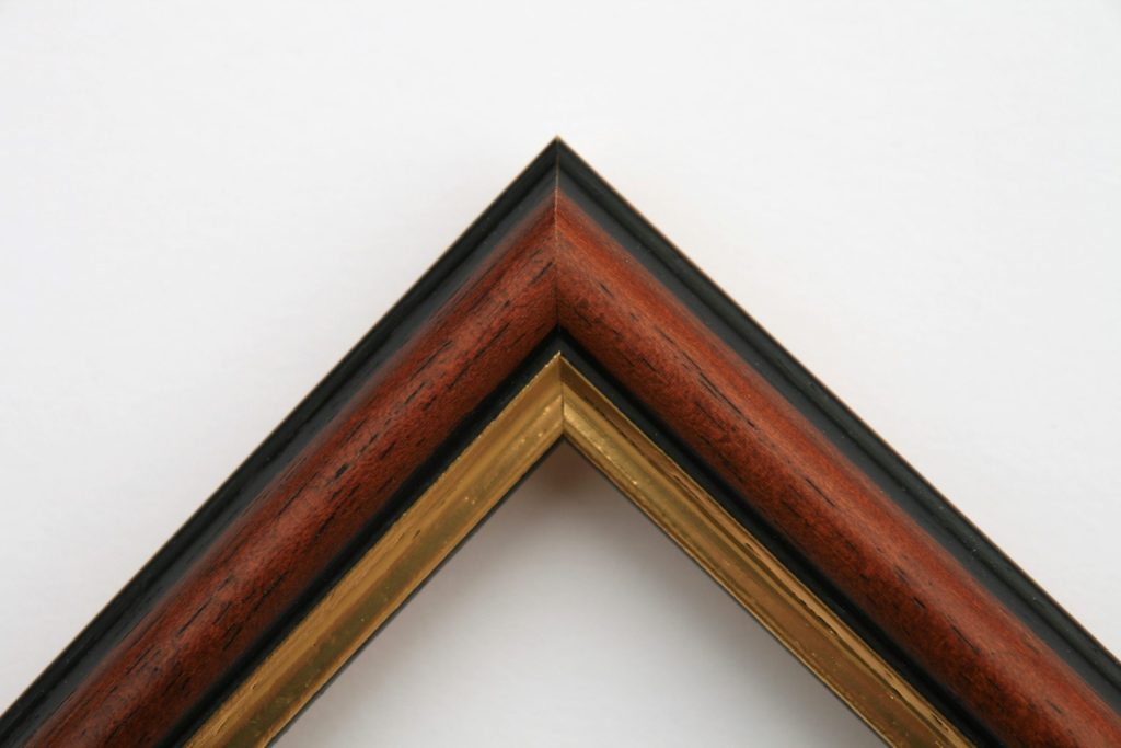 Traditional Mahogany with Gilt Site Edge. Moulding Width: 24 mm