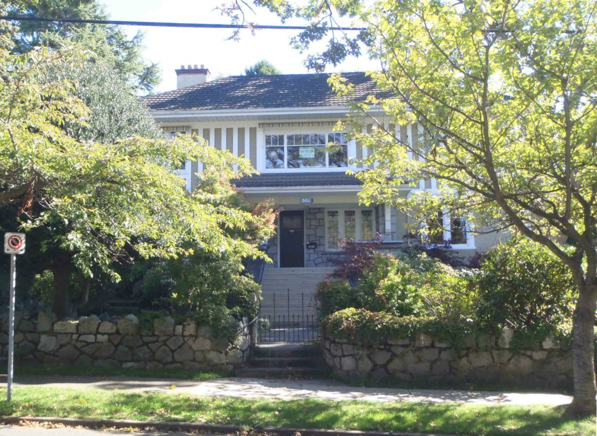 1025 Moss Street. Built in 1912-13 by architect Samuel Maclure for George Richardson (photo by Victoria Online Sightseeing)