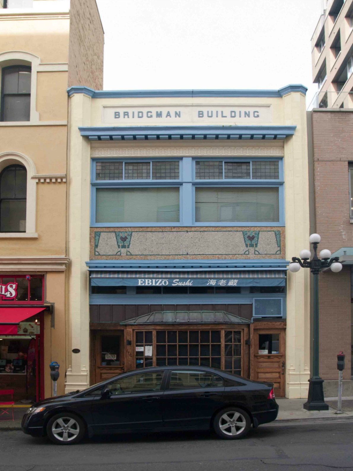 the Bridgman Building, 604 Broughton Street (photo by Victoria Online Sightseeing Tours)