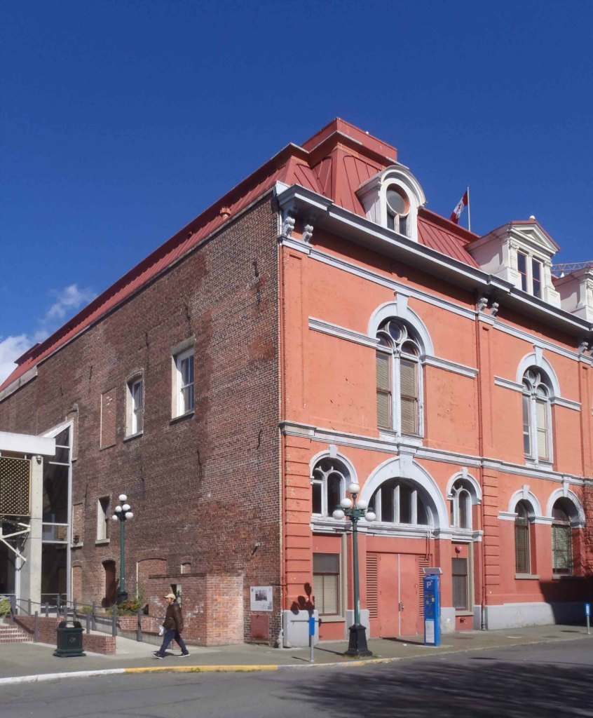Part of the 1881 addition to Victoria City Hall showing the arch outlining the fire hall entrance (photo by Victoria Online Sightseeing Tours)