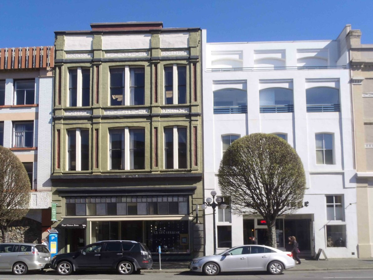 1407 Government Street (right), built in 1889, and 1411 Government Street (left), built in 1891. (photo by Victoria Online Sightseeing Tours)