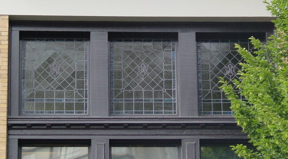 Original window detailing on the former Alexandra Club building at 716 Courtney Street (photo by Victoria Online Sightseeing Tours)