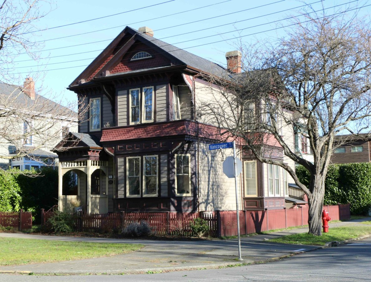 725 Vancouver Street, designed and built in 1892 by architect John Teague (photo by Victoria Online Sightseeing Tours)