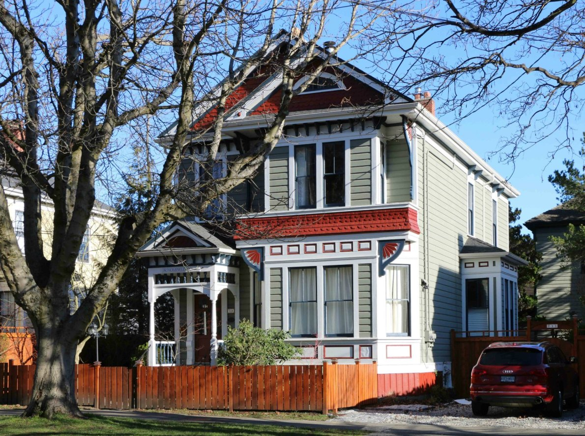 731 Vancouver Street, designed and built in 1892 by architect John Teague (photo by Victoria Online Sightseeing Tours)