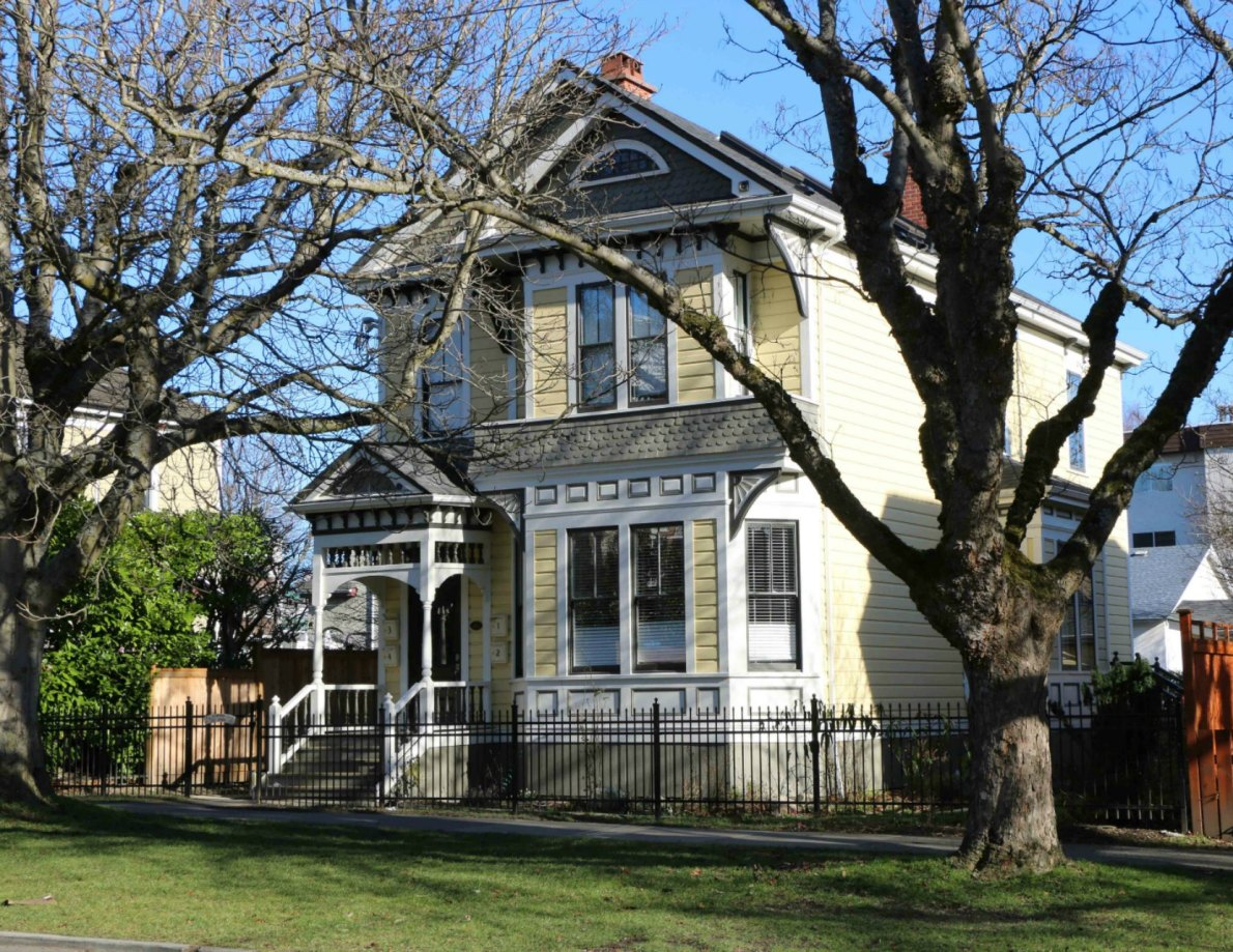737 Vancouver Street, designed in 1892 by architect John Teague (photo by Victoria Online Sightseeing Tours)