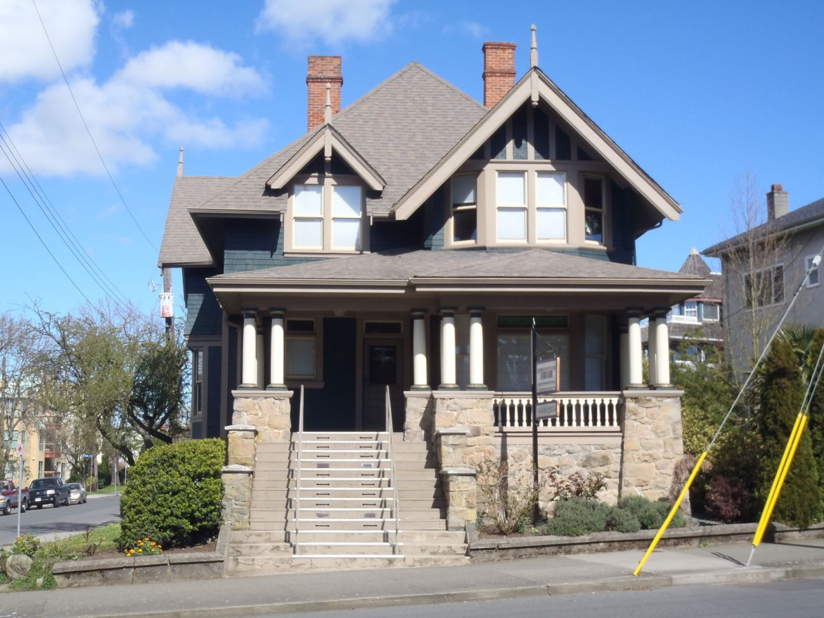 1202 Fort Street, built in 1906 by architects Thomas Hooper and C. Elwood Watkins, is listed on the Victoria Heritage Register (photo: Victoria Online Sightseeing Tours)
