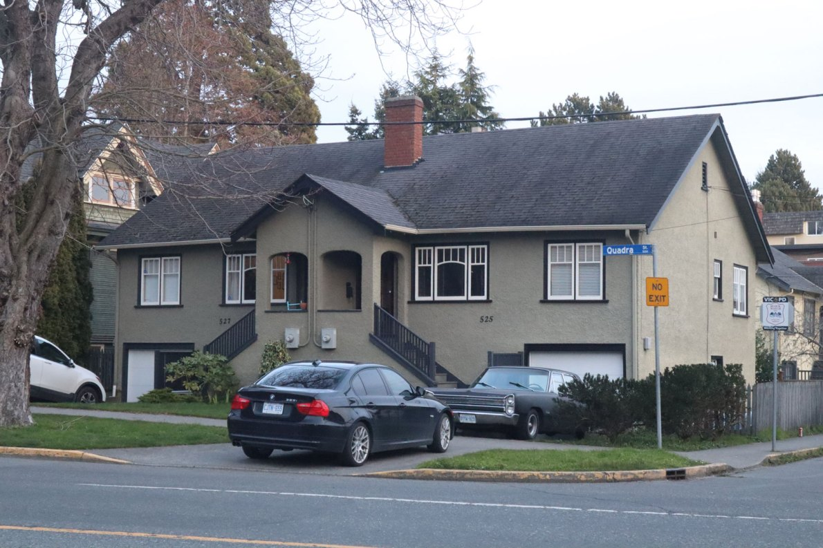 525-527 Quadra Street, a duplex built in 1932. (photo: Victoria Online Sightseeing Tours)