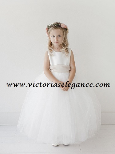 Flower girl dress @ victoriaselegance.com