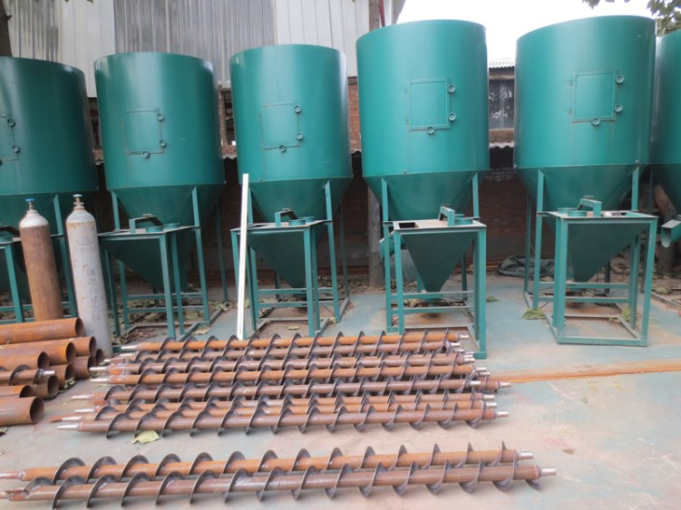 1-1.5T/H vertical feed grinder mixer