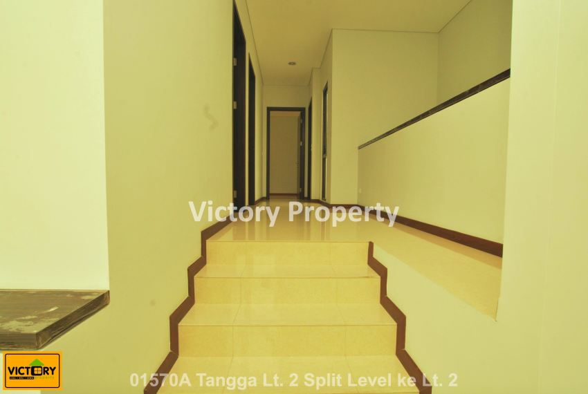 01570A Tangga Lt. 2 Split Level ke Lt. 2