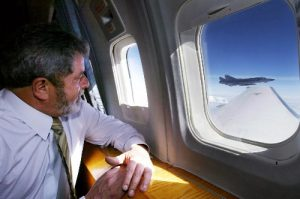 Lula assina Lei Geral do Turismo