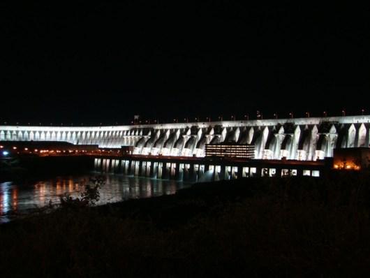 Iluminação noturna - Usina de Itaipu