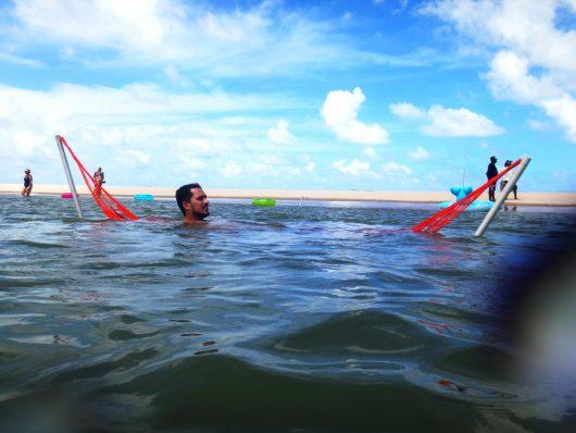 Redes flutuantes na Ilha dos Namorados - Aracaju - SE