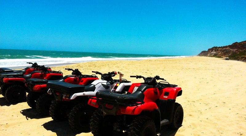 Passeio de quadriciclo na Praia do Gunga