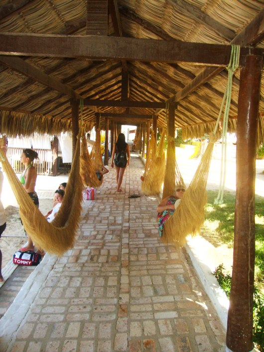 Redes no quiosque da Praia de Lagoinha