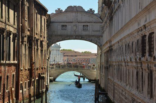 Ponte dos Suspiros em Veneza na Itália