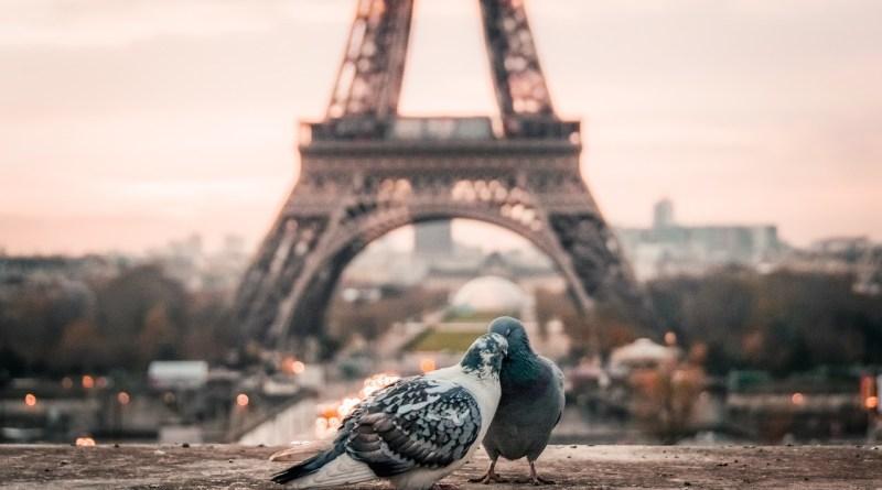 Torre Eiffel em Paris - 10 lugares românticos no mundo para viajar