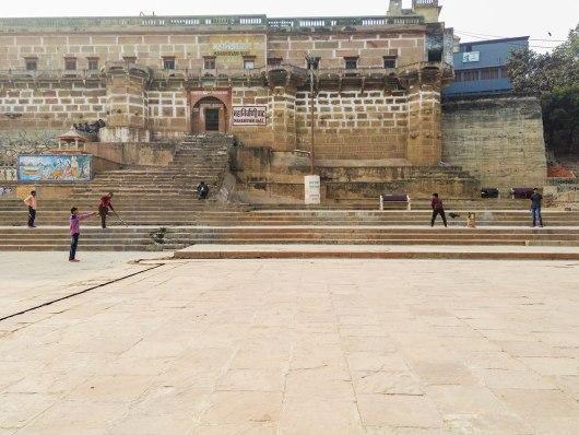 Jogo de críquete em Varanasi