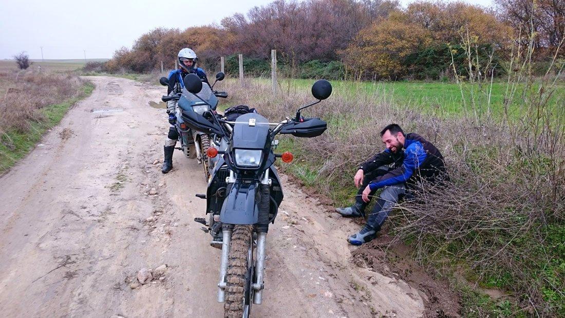 Descansando ante las motos