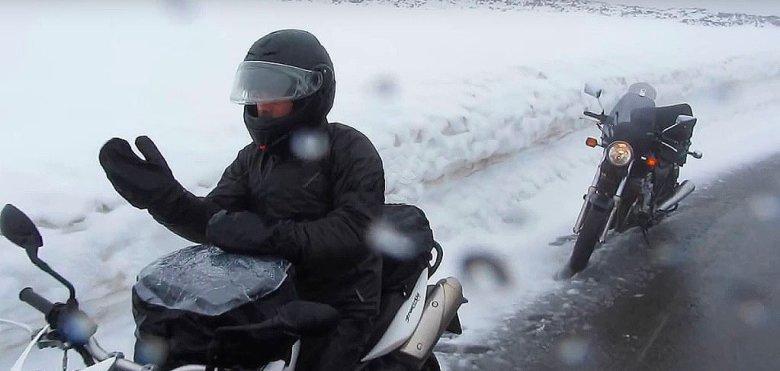 Frío y nieve en moto