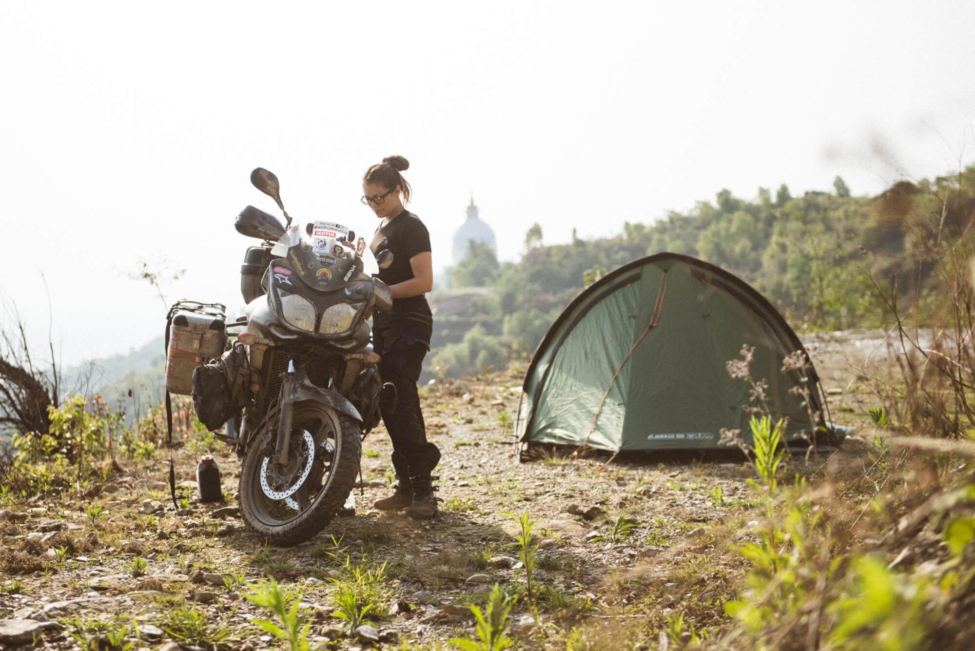 posado de acampada - wildfeathers