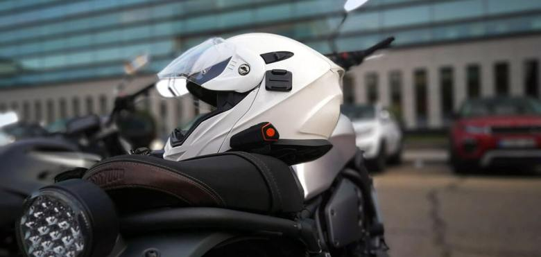 Casco con intercomunicador de moto