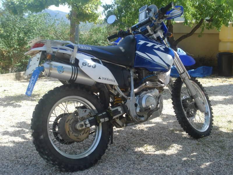Yamaha TT 600 del Komando Pupas lateral derecho