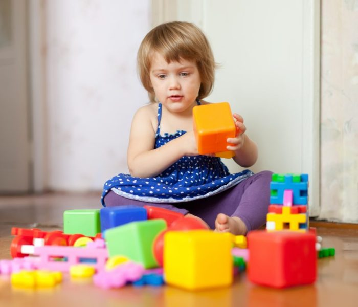 A guardar, a guardar…cada cosa en su lugar. Enseña a tu hijo a guardar luego de jugar