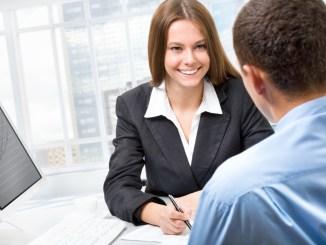 dialog-mezhdu-rabotnikom-banka-i-klientom