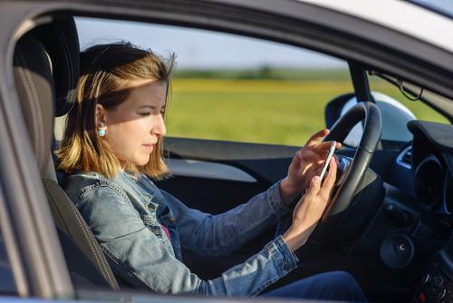 использования своих телефонов во время вождения в Испании