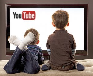 Dicas sobre como evitar que crianças assistam vídeos impróprios no YouTube