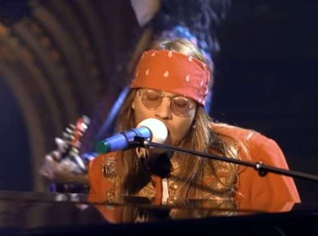 """Música """"November Rain"""", do Guns N' Roses, bate o recorde de reproduções no YouTube"""
