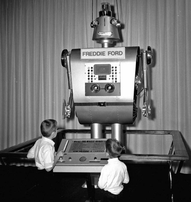Conheça Freddie Ford, um robô feito com peças de carros