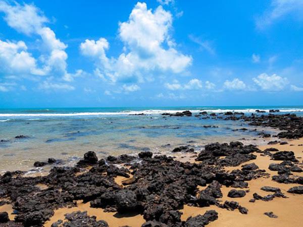 Praias mais bonitas do Brasil: 11 destinos para curtir um dia na frente do mar