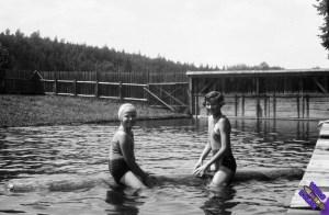 Bathing_girls_beach_Fortepan_74799_byn