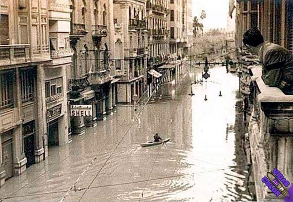 valencia-vintage-calle_la_paz_1957_levante_EMV_byn