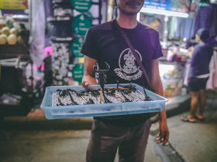 Espetada de escorpião, em Bangkok.