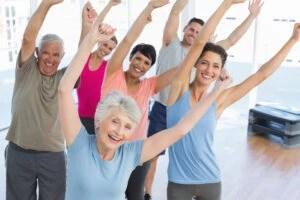 La actividad física ayuda a aumentar el colesterol bueno.