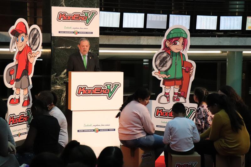 El Consejero de Hacienda y Economía, Pedro Azpiazu, ha presentado hoy el primer videojuego del Concierto Económico, KonEko-V, en el marco de su 140 Aniversario