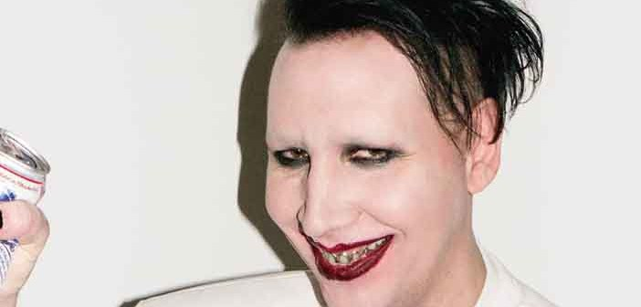 Marilyn Manson seppellisce se stesso nel nuovo inquietante video