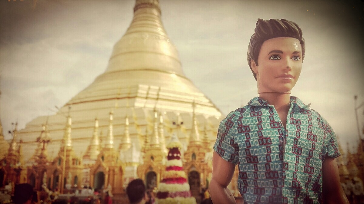 Videonauts-backpacking-Burma-Rangun-Pagode-chief