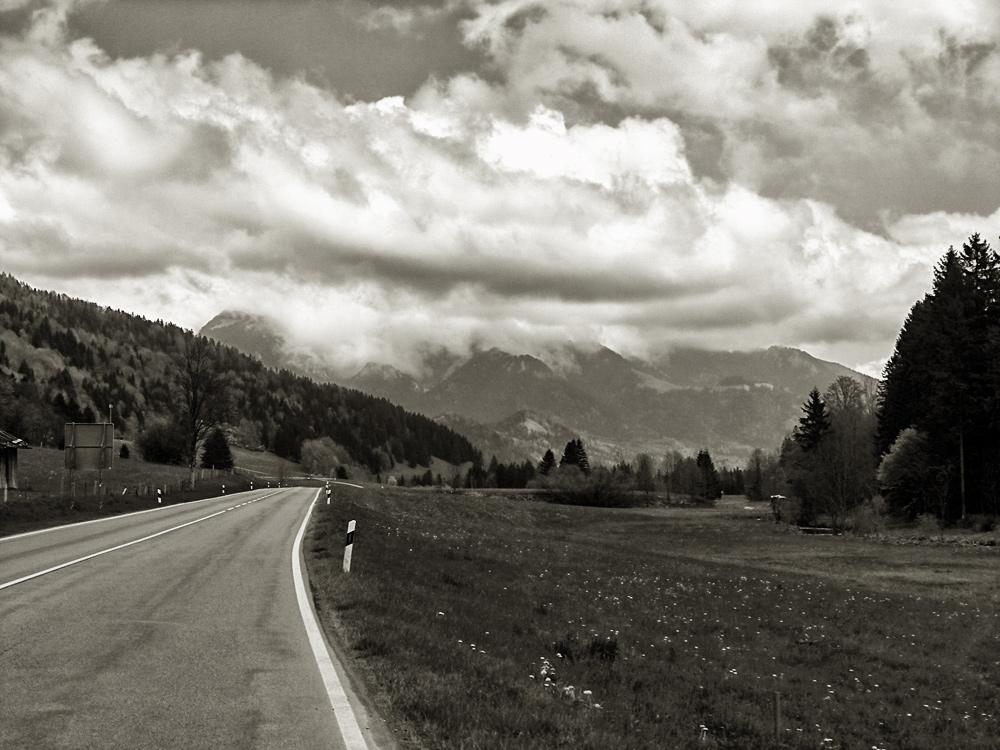 Videonauts Radtour Alpenstrasse s/w