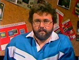 Klaus Möller als Computer Corner-Berater in der Infoecke am 8. April 1986. (Bild: ZDF)